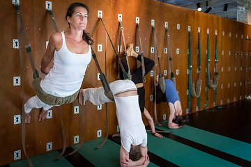 The Great Yoga Wall - Anne S., Cureghem, Bruxelles