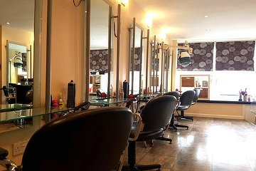 Valencia Salon LTD
