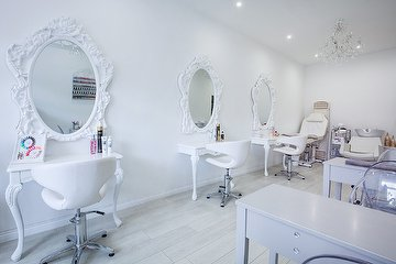 Queen of Hearts Beauty Salon