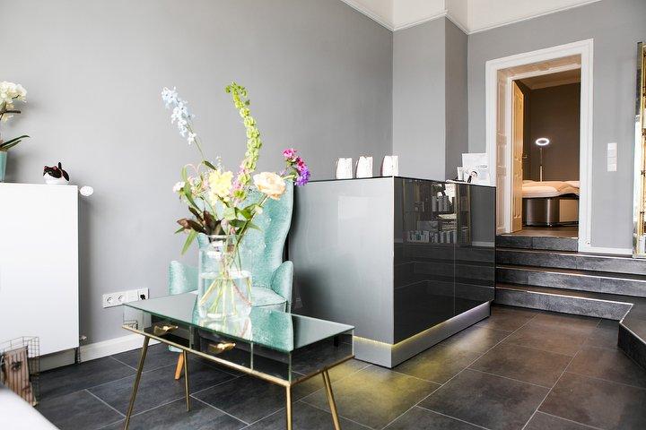cosmina kosmetikstudio in schwabing m nchen treatwell. Black Bedroom Furniture Sets. Home Design Ideas