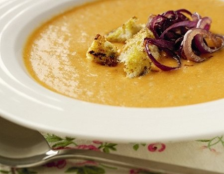 Red onion and roast cherry tomato soup with pesto croutons