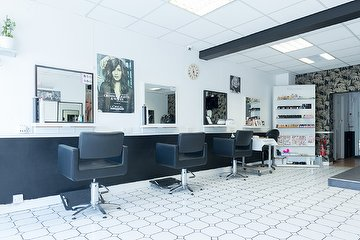 Shanard Black & White Hair Salon