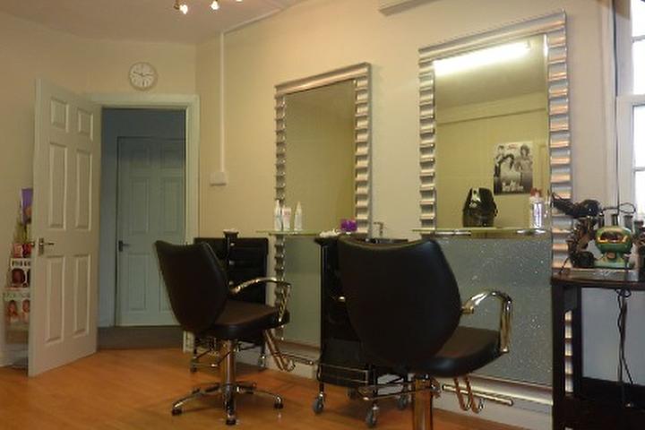 Blossoms Hair Beauty Studio Skønhedssalon i Ashford-1251