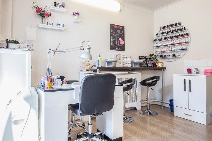 Coco 39 s nail bar nail salon in headington oxford treatwell for Nail salon oxford