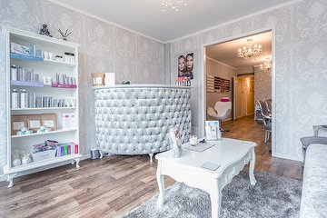 Glow Beauty Nails & Holistics - Stockport