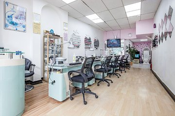 Laura Nail Salon