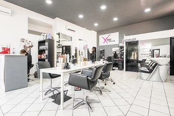 X Me Salon