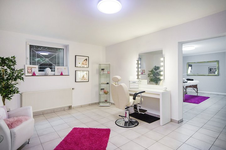 gina dillenburger eyelashes brows stylistin kosmetikstudio in m ngersdorf k ln treatwell. Black Bedroom Furniture Sets. Home Design Ideas