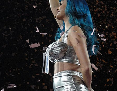 Katy Perry counters the blues with blue hair