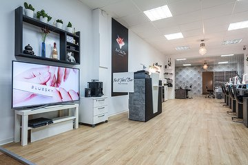 FoxX Nail Bar - Beauty & Nail Lounge