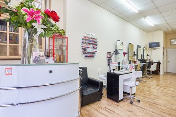 Jannall's Hair & Beauty Studio