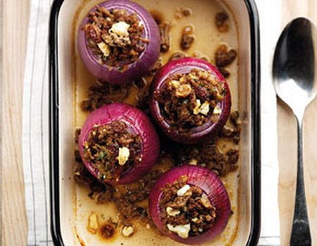 Spicy filled roasted onions