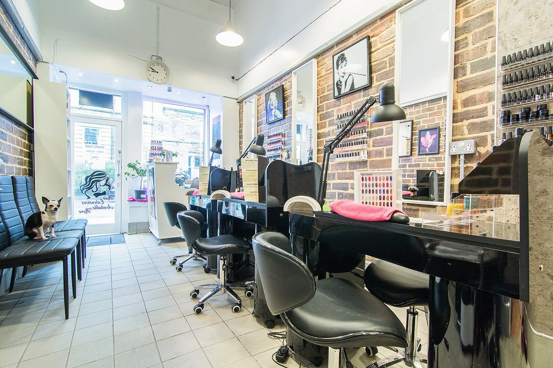 Hollywood Nails Hair Extension Bar West End