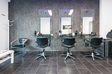 Amo Hairstylist