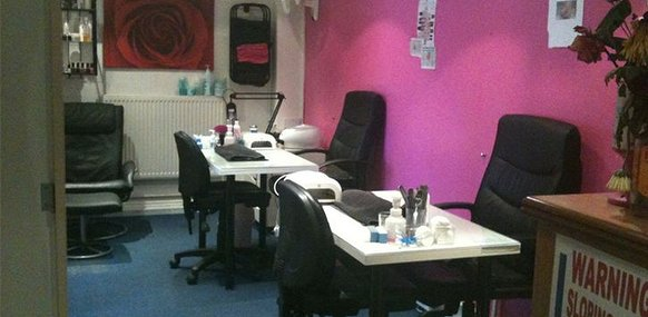 Absolutely fabulous birmingham tanning salon in queslett for Absolutely fabulous beauty salon