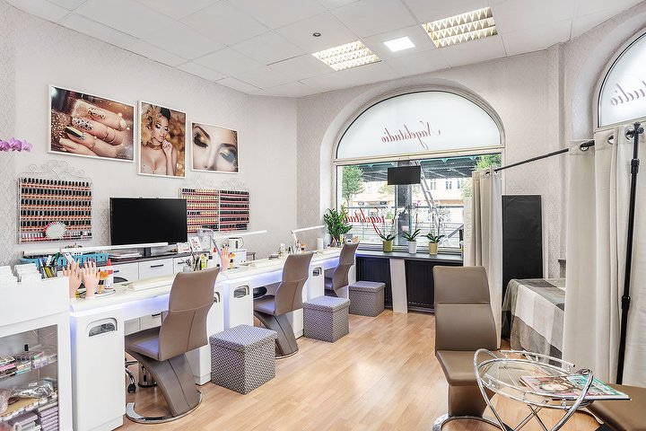 victoria nails lashes nagelstudio in prenzlauer berg berlin treatwell. Black Bedroom Furniture Sets. Home Design Ideas