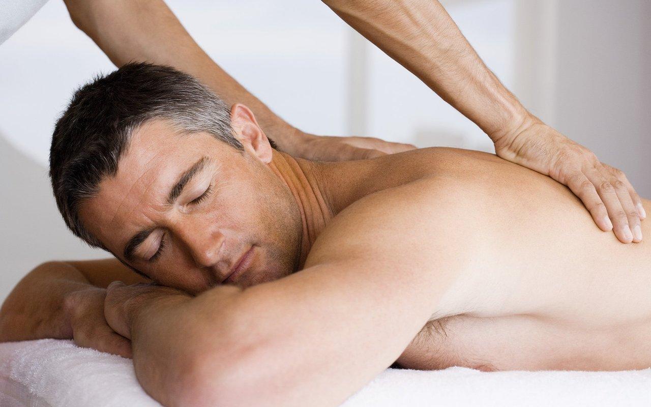Негр мужчина массаж мужчине видео женщин