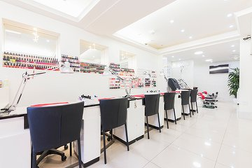 Modern Nail Spa & Beauty