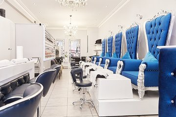 LUXX Nails & Beauty Bar