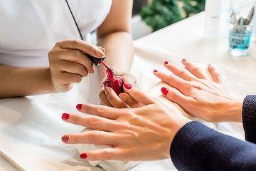 Nails B/N Salón de uñas