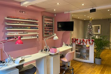 NuNu Nails & Beauty