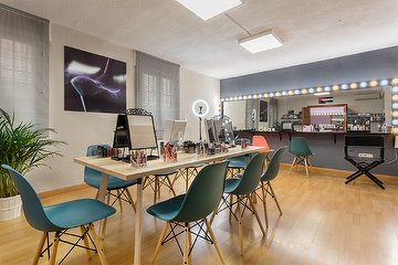 AB MakeUp Studio