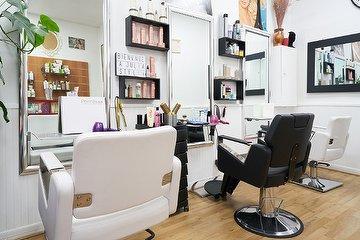 Julia Style Hair Shop