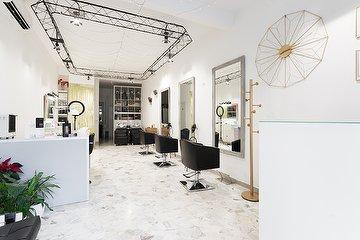 Aurelia Romanovici Salon