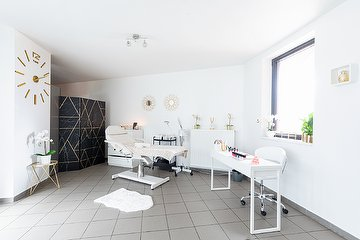 KB Divine Skincare, Gand