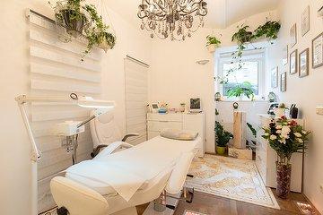 Lolita Kosmetik, Massage & Fußpflege