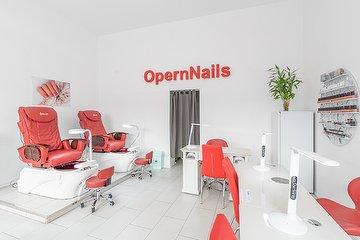 Opern Nails