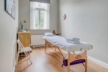 Ioni Medeiros Body Treatments (Women Only)