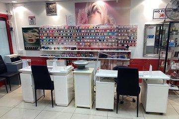 Dee's Hair & Beauty Salon