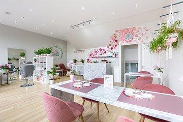 Flora Beauty Lounge