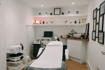 Bee & Beauty Organic Salon