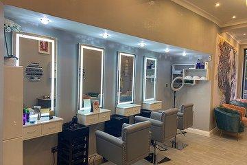 Elegavce Unisex Hair & Beauty Salon