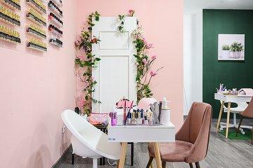 Pink Door Salón