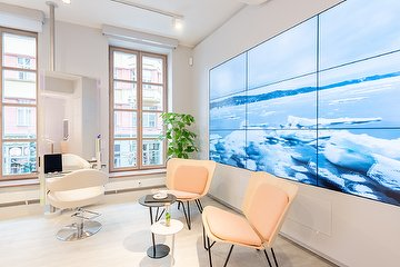 the salon above - by Hauke Schmidt, Hackescher Markt, Berlin