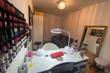 Beauty Salon Hypnotic S&M