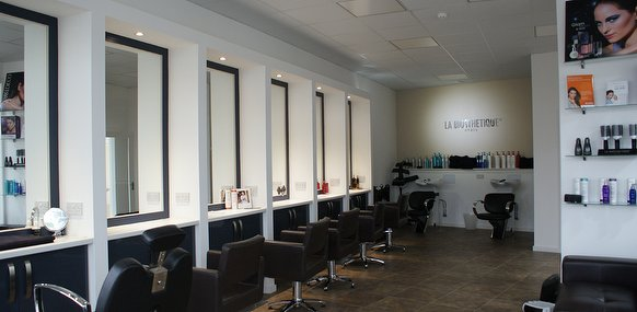 Clinica medica beauty salon in partick glasgow for Aaina beauty salon glasgow