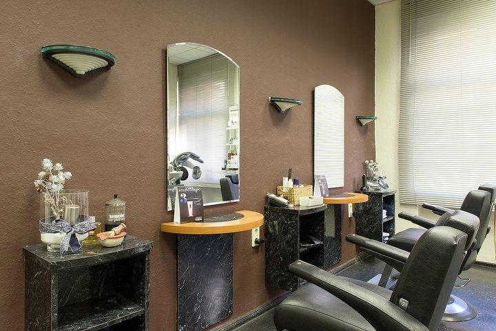 ohmen friseure atzpodienstra e friseur in lichtenberg berlin treatwell. Black Bedroom Furniture Sets. Home Design Ideas