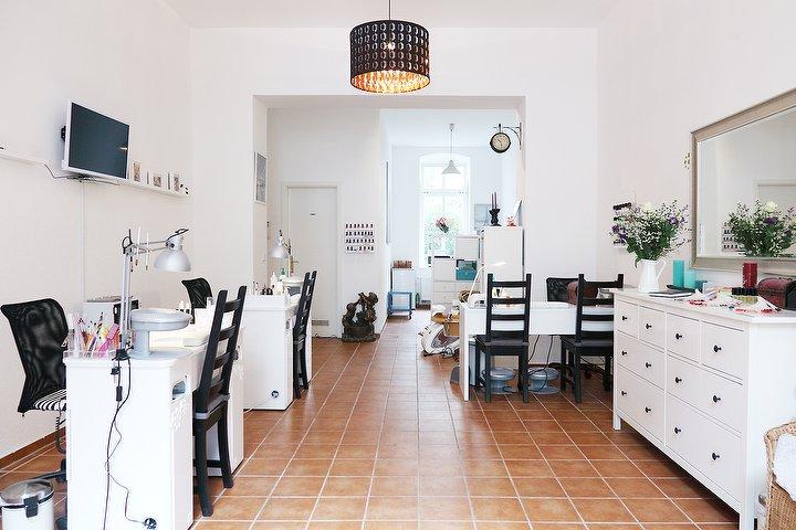 may nagelstudio nagelstudio in prenzlauer berg berlin treatwell. Black Bedroom Furniture Sets. Home Design Ideas