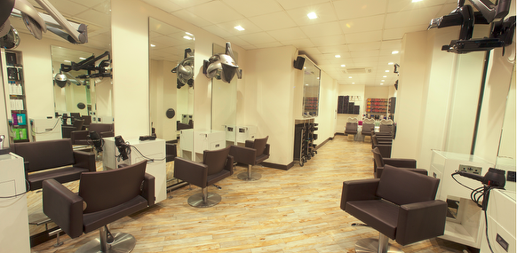 Razors edge oxford road hair salon in manchester for Beauty salons in manchester