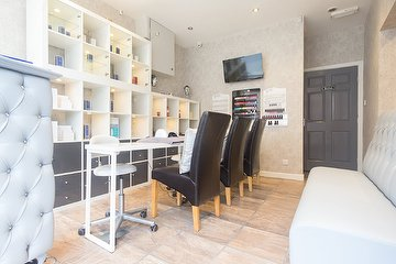 Debutante Unisex Beauty & Nail Salon