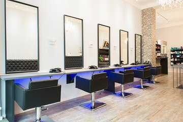 Ami's Hair & Beauty Lounge