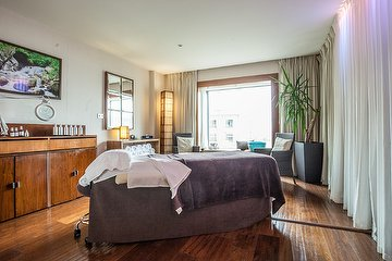 The River-View Treatment Suite